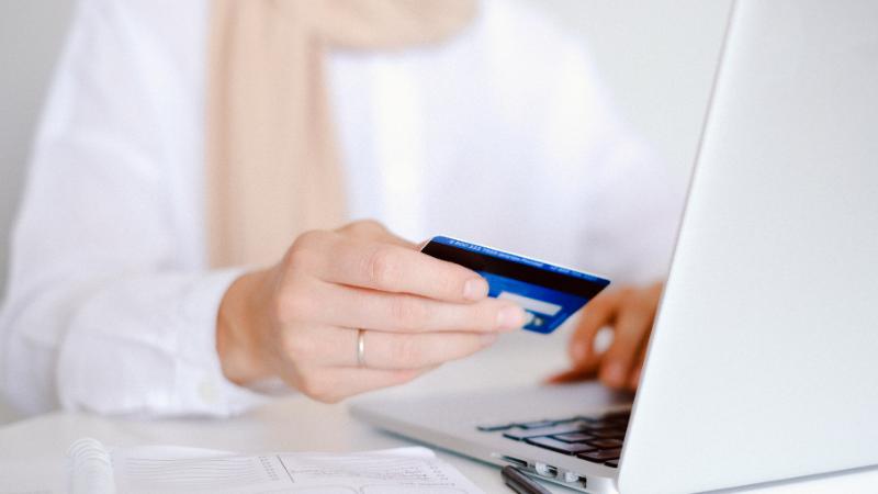 20代でクレジットカードを持つ意味ってあるの?