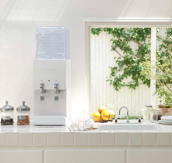 キッチンにスリムサーバーIIIが置かれていて清潔感が漂う