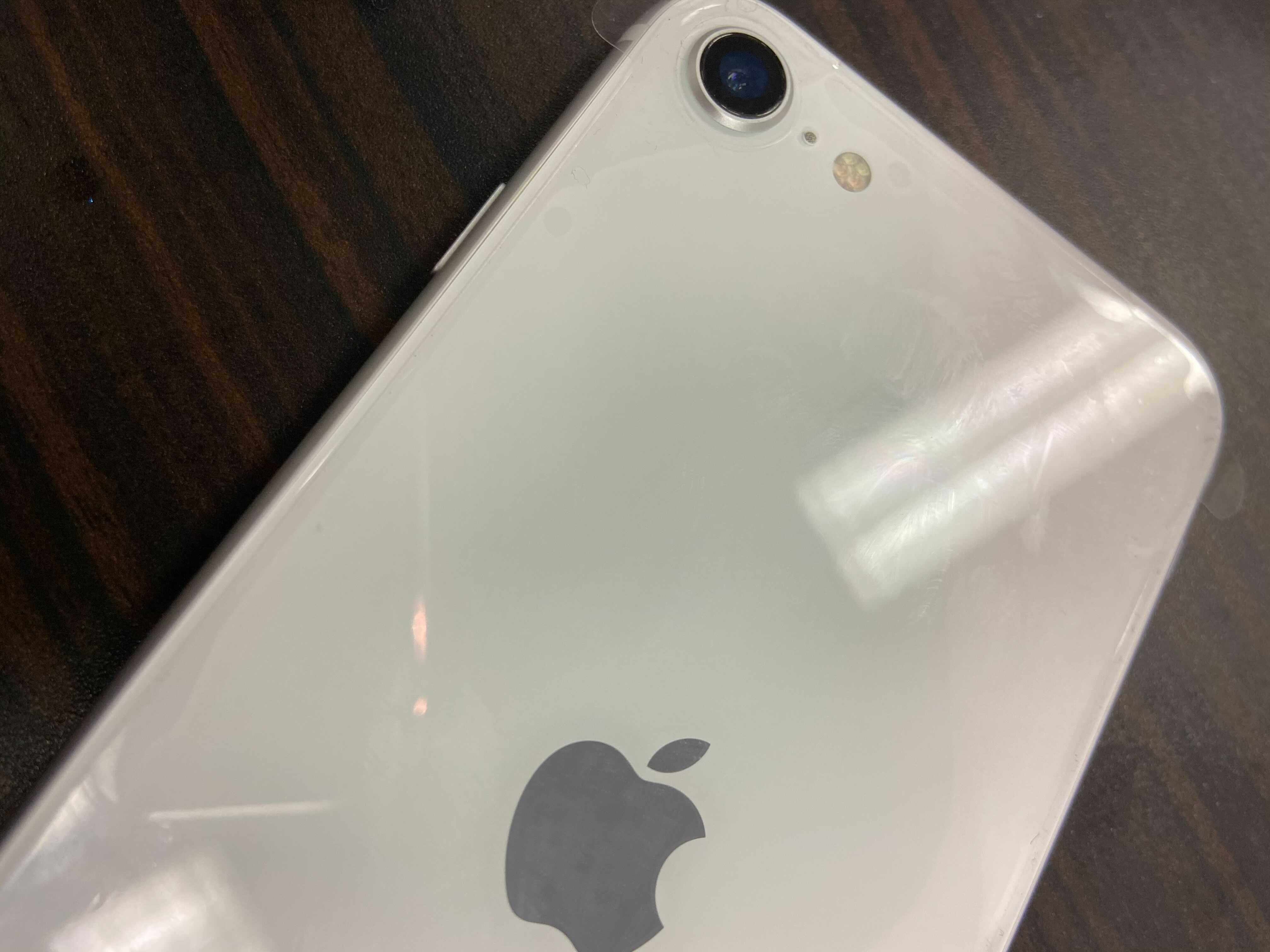 iPhoneSE_ホワイト_色味